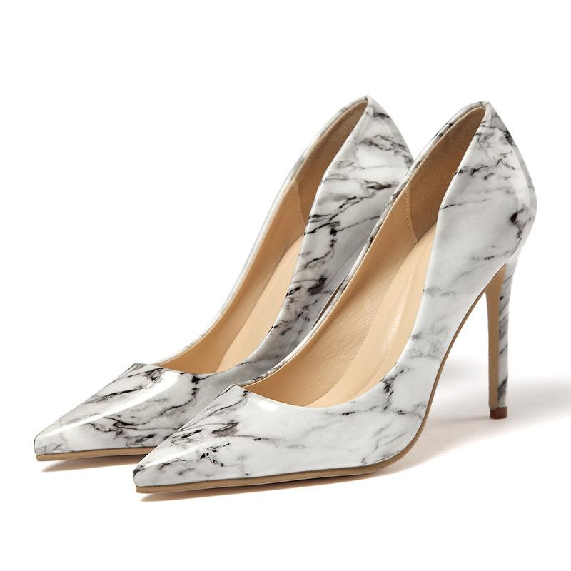 Qualitäts-Art- und Luxus-Designer-Frauen Pumpenschuhe High Heels weiß lila Marmorierung PU-Leder Spitzschuh Pumpen Frauen Kleid Schuhe