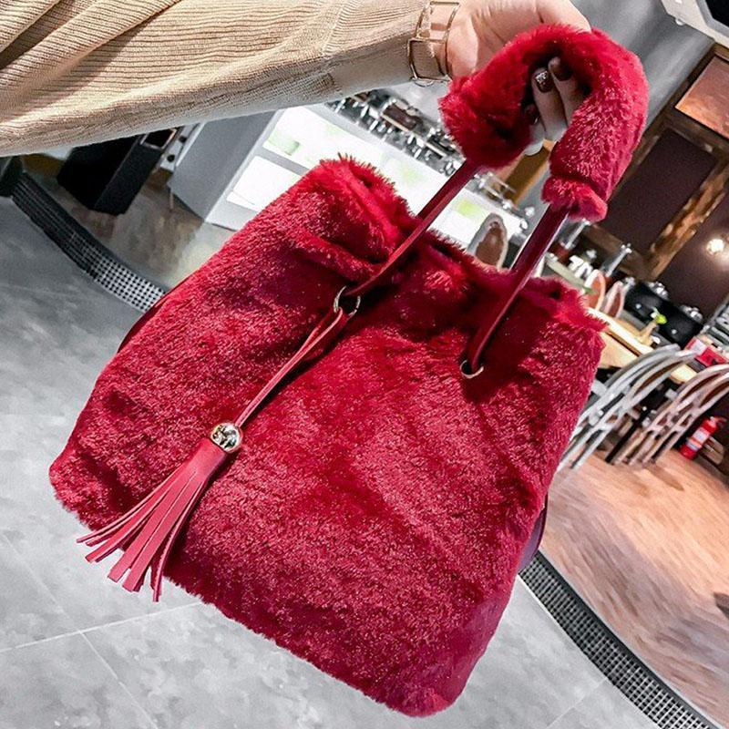 плечо сумка для женщин сумки посыльного +2017 кулиски Ковш сумка нового дизайнер меховой сумка Плюшевой кисточка Кроссбоди мешок женщина мешок