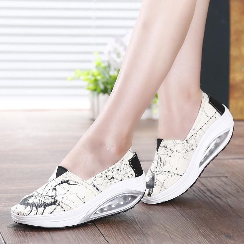 حار بيع المرأة الانزلاق على قماش سادة أحذية رياضية أحذية التخسيس هزاز إسفين حذاء رياضة منصة للياقة البدنية