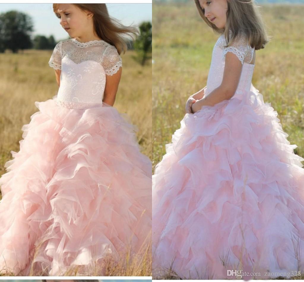 2020 Sweet Blush Ruffles Country Vestidos de niñas de flores baratos para la princesa de la boda Mangas cortas de encaje Top de tul Vestido de primera comunión
