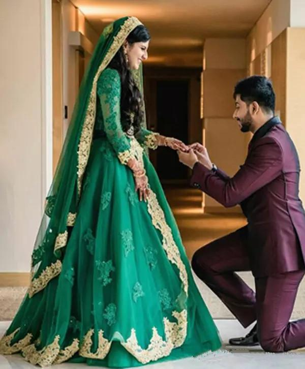 Hunter Green Muslim Indian Wedding Dresses with Long Sleeve 2020 Luxury Crystal Gold Lace Applique Arabic Bridal Gown