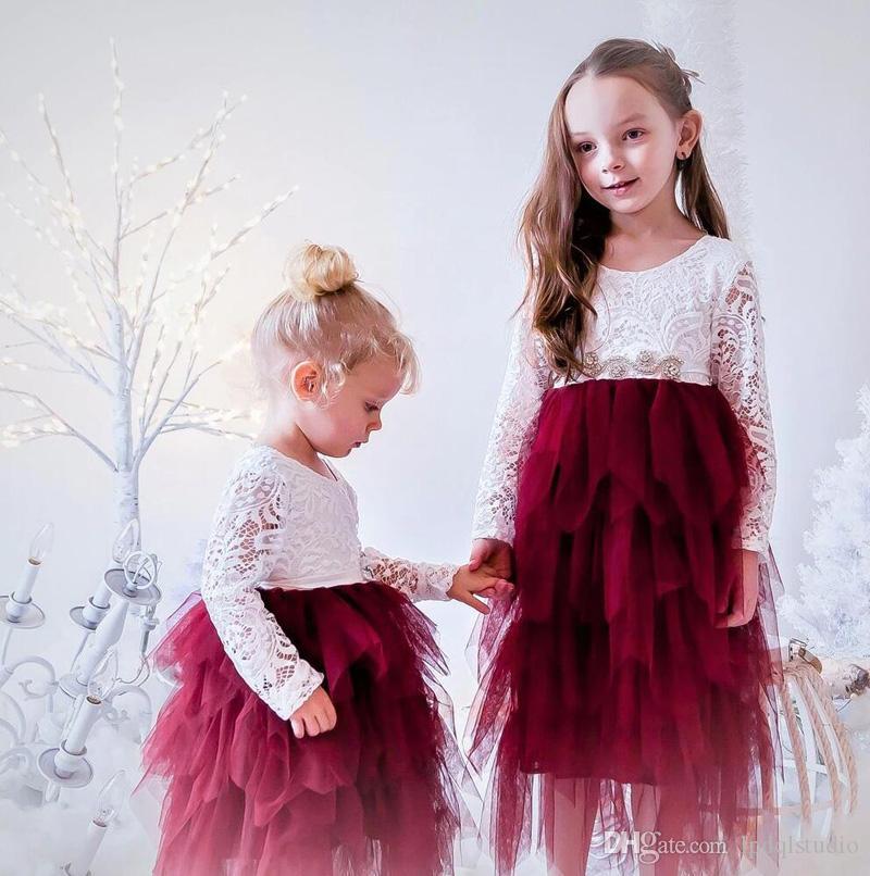 Elfenbein-Spitze-Blumen-Mädchen-Kleider mit Burgunder Tulle Blumenspitze mit langen Ärmeln Reißverschluss-Rückseite des Mädchens Partei-Kleid mit glänzenden Schärpe