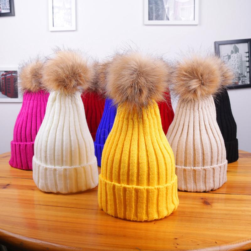 Hiver Femmes Bonnet chaud Pom Pom grande fourrure boule de laine Chapeau femme crâne Bonnet solide Femme Outdoor Caps LJJA2808