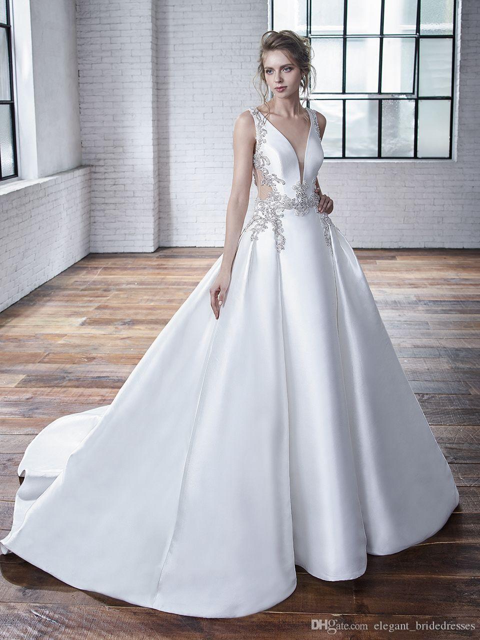 Chic 2019 A-ligne en satin des robes de perles appliques de mariage avec encolure en V Bouton Retour Covered Modeste robe de mariée avec chapelle train pas cher