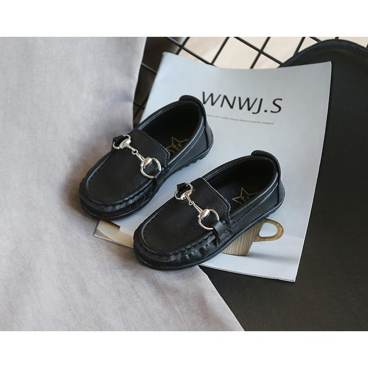 أزياء الأطفال أحذية مصمم أحذية مسطحة بنين بنات للجنسين حذاء 2020 الربيع انفجار عرضي الصلبة اللون الانزلاق على أحذية بالجملة