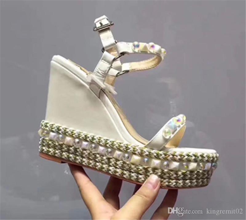 2020 Hot Luxury Cataclou Wedge Red Sandals inferior Designer Sexy Girls Salto Alto partido sapatos de ouro patente couro cravejado tira no tornozelo Ladies