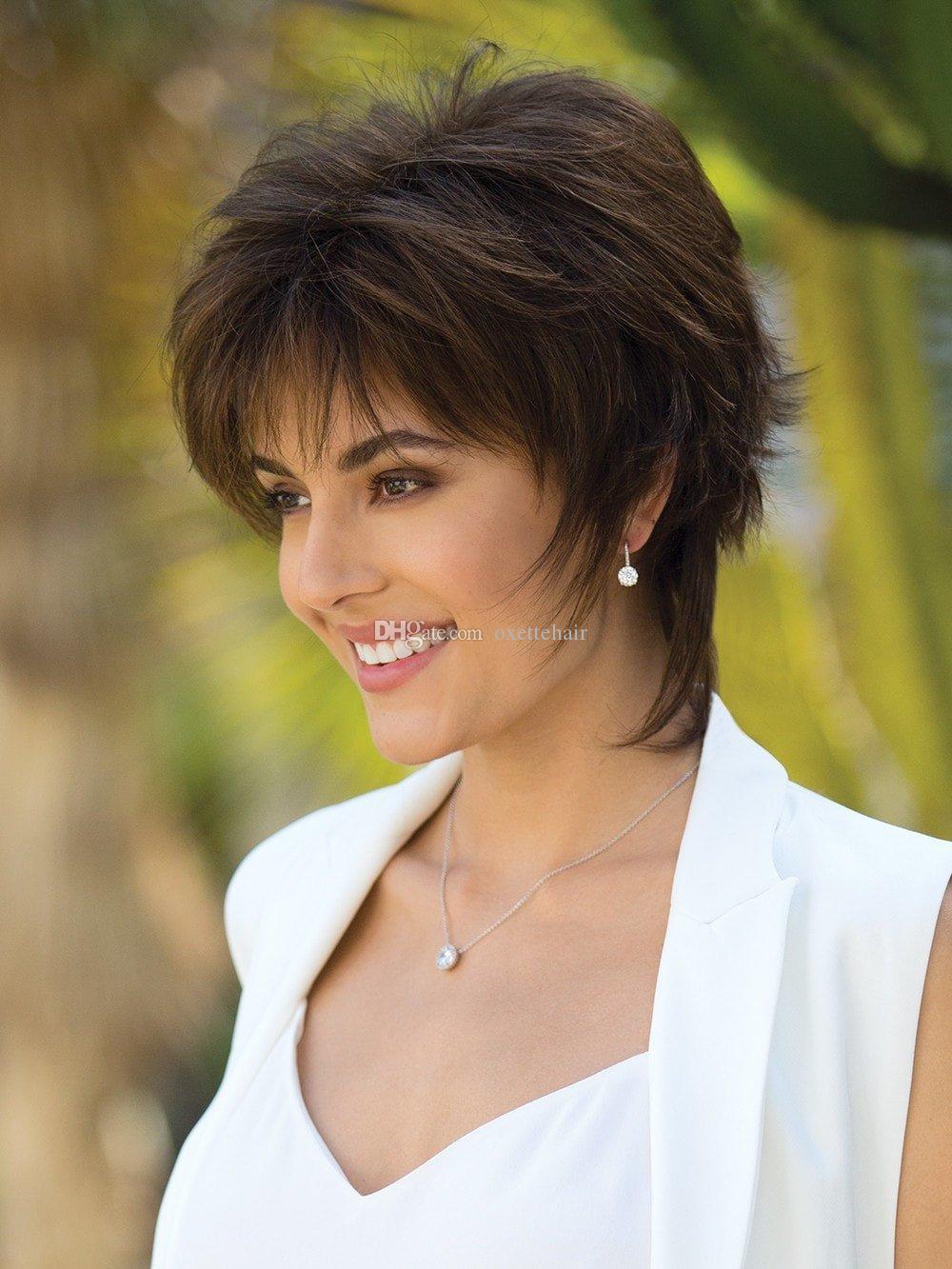 Peluca de pelo ondulado corto de color marrón oscuro con bang Peluca de fibra sintética resistente al calor peluca sin tapa peluca de moda para mujeres