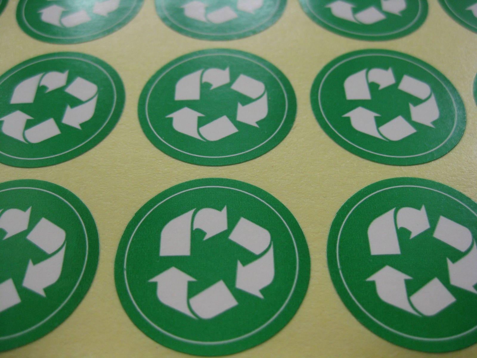 1000 unids/set 25mm símbolo de reciclaje, marca de protección ambiental, color verde etiqueta autoadhesiva, artículo No. GU15