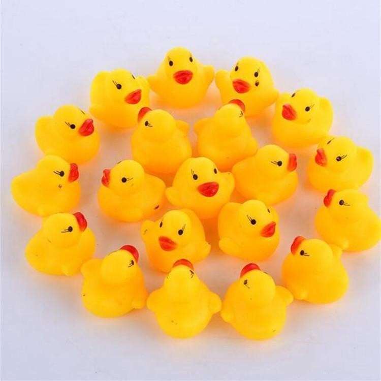 Griglia 500pcs Infant Bath giocattolo del bambino suono Rattle bambini Mini Rubber Duck Nuoto Bagno Articoli da regalo Race Paperella Piscina Fun Giocare Giocattolo