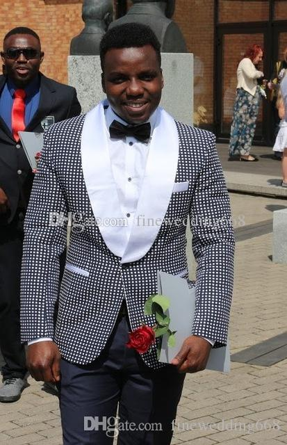 Yakışıklı bir düğme Groomsmen şal Yaka Damat Smokin erkek takım elbise düğün/balo / akşam iyi adam Blazer (ceket + pantolon + kravat) AA228