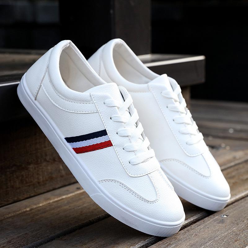 موضة الصيف الأبيض أحذية عادية أحذية جلدية الرجال ربط الحذاء حتى لتعليم قيادة السيارات الخف الرجال لينة تنفس حذاء رياضة متعطل 2019 جديد