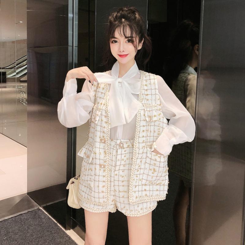 Tempérament Déesse Fan Net Rouge Costume papillon Chemise à lacets en tweed Gilet sans manches veste taille haute jambe large Shorts