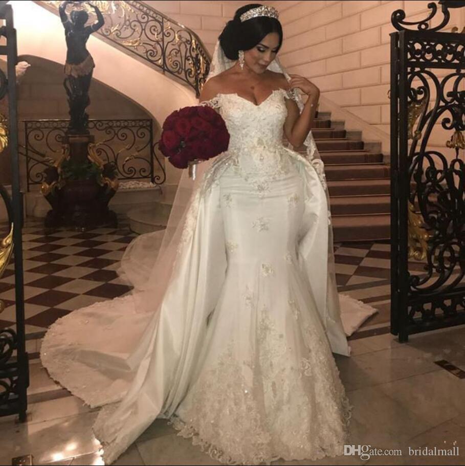 2020 Elegant av axel sjöjungfru bröllopsklänningar med avtagbart tåg Sexig spets appliqued satin plus storlek afrikanska långa brudklänningar