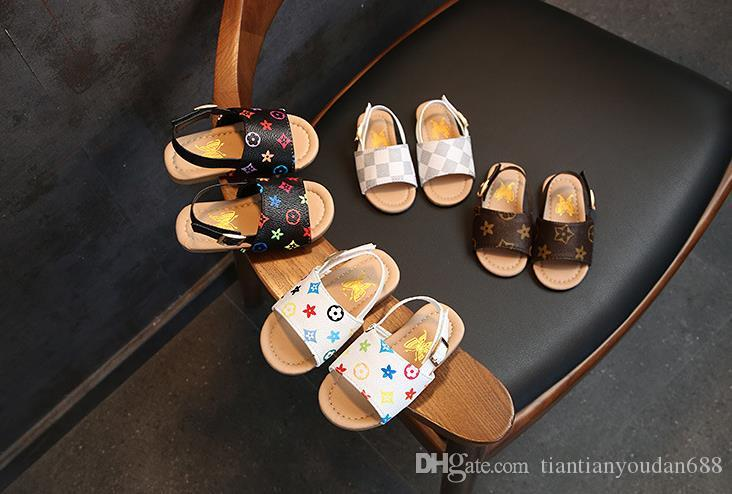 2019 NOVO Meninos e meninas sandálias sapatos de bebê criança chinelos fundo macio crianças sapatos fundo macio sapatos de praia. Frete grátis