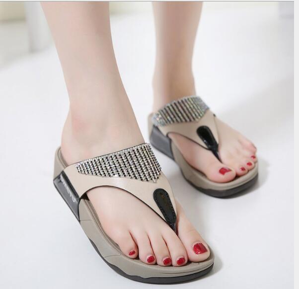 2019 nuovi strass donne casuali sandali dei pistoni spessi e le donne con tacco pantofole scarpe spiaggia pan di Spagna con
