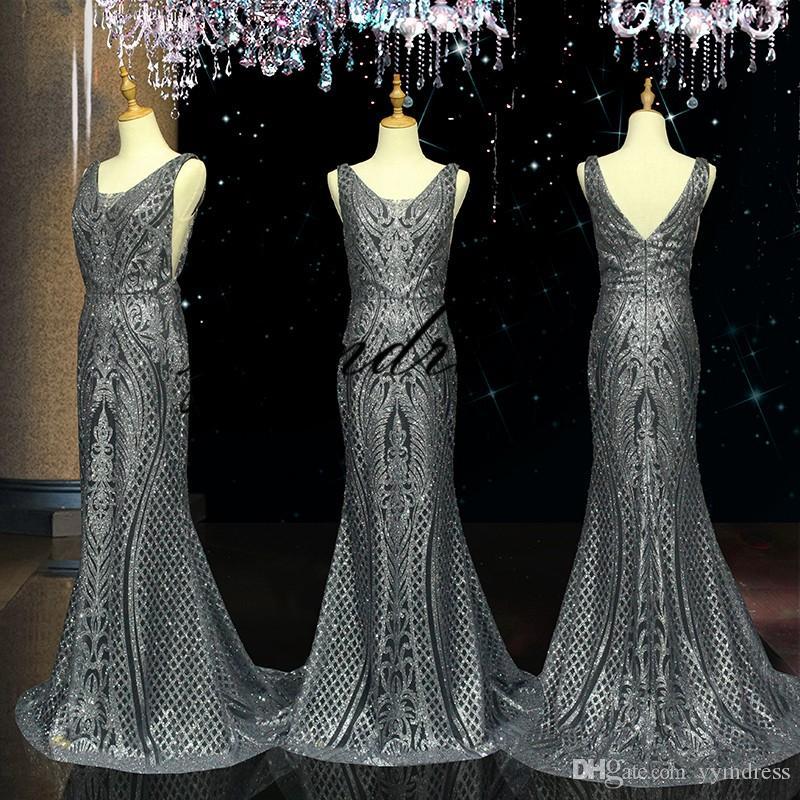Argento Prom Dresses 2019 Scoop Neck Applique SweepTrain senza maniche Sexy Back Abito da sera Abiti da festa formale Abiti occasioni speciali