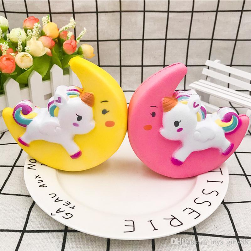 PU Squishy Luna Pegasus Unicorno PU rimbalzo lento giocattolo Unicorn modello pinguino decompressione giocattolo Kid Toys 11 centimetri