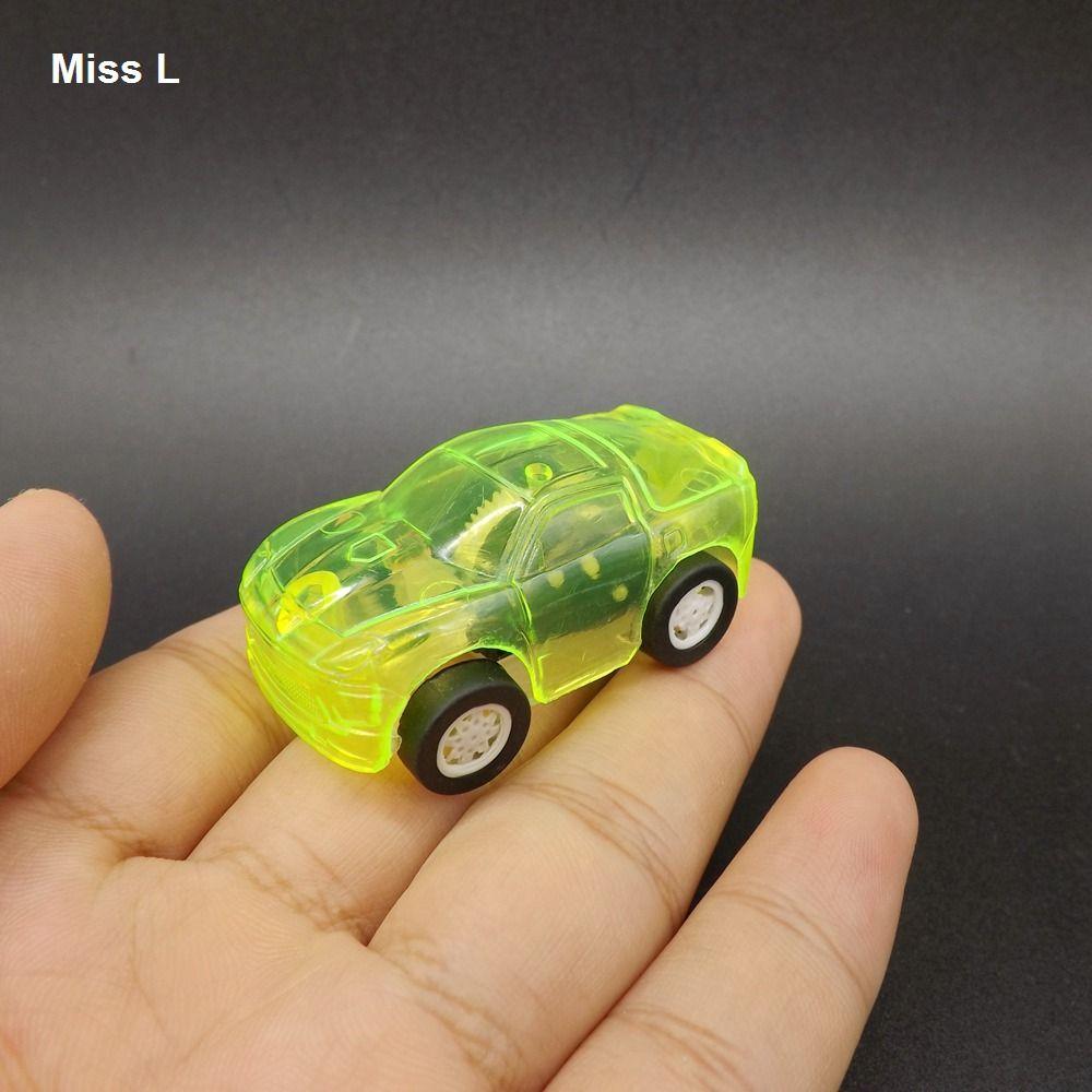 سحب لعبة كلاسيكية بوي سيارة كيد الأطفال البسيطة الصغيرة العودة الأصفر السيارات