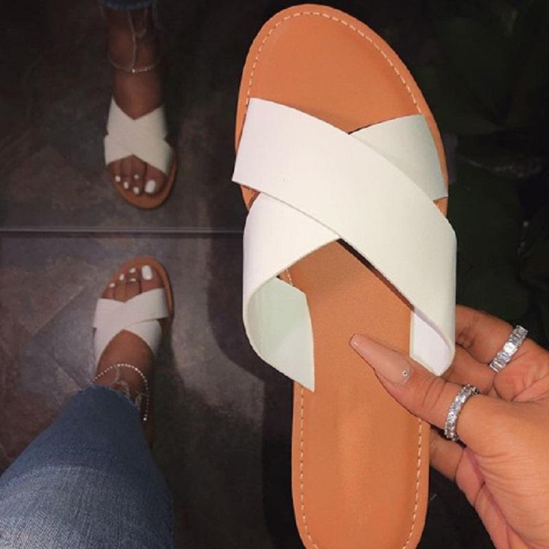 Yaz bayan ayakkabı burnu açık terlik çapraz kayış roman bayan slaytlar kadın plaj çevirme beyaz siyah flop düz sandaletler gladyatör