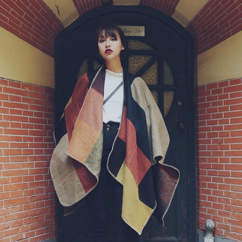 Stylish Triangle Wrap Shawls Classic Stripe Scarf Shawl Fashion Street Warm Shawl Modern Tassel Autumn Shawl Women Cape Shawls