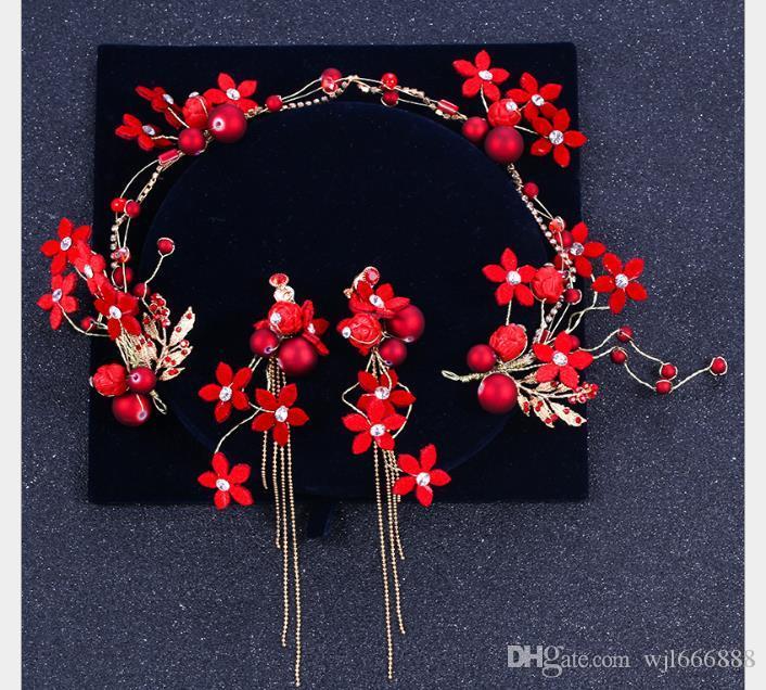 Vestido de casamento, cocar, bandana, brincos, um conjunto de flores vermelhas, penteados feitos à mão