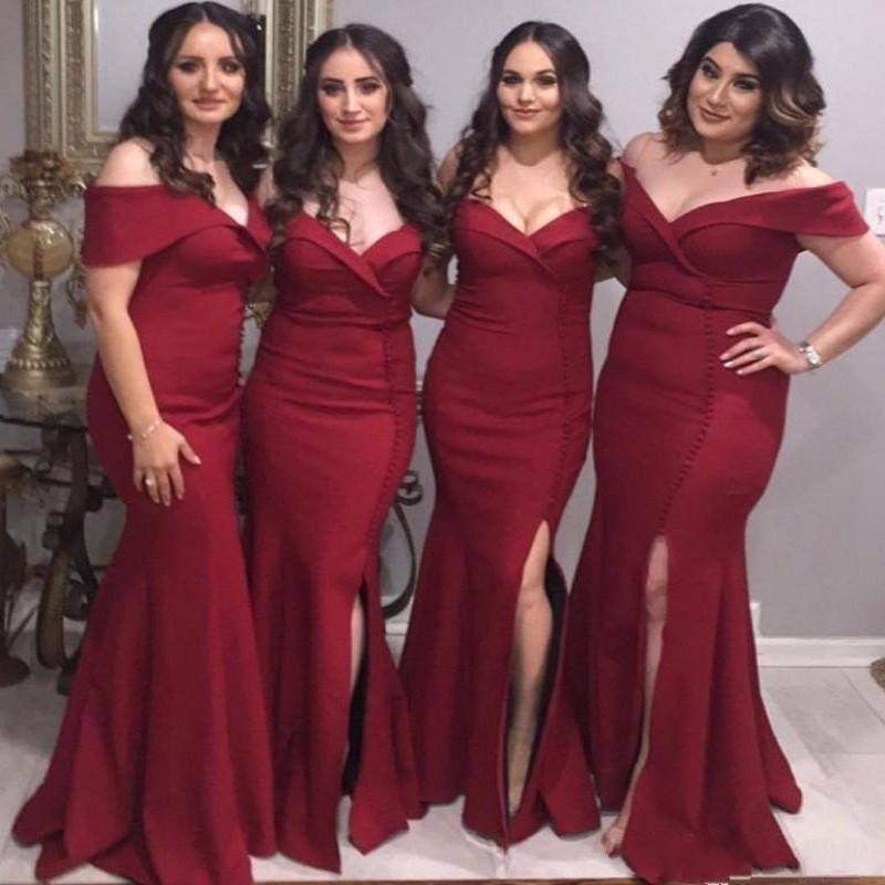 2019 New Günstige Dark Red Mermaid Brautjungfernkleider Schulterfrei Satin Side Split Lange Sexy Hochzeitsgast Kleider Formale Trauzeugin Kleider