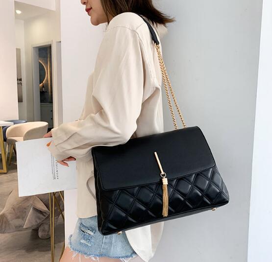 Designer Retro Frauen-Kette Big Troddelhandtaschen Frauen Schultertasche Luxus PU-Leder Crossbody Beutel große Taschen-Dame Purse Neu / 42