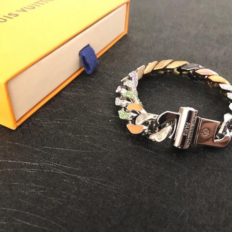 Mode-Stil Jungen und Mädchen helle Farbe abgeschreckt Strass Armband drei Kreise mit 18 Karat Gold eingraviert V Brief
