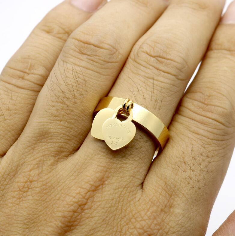 Venta al por mayor de alta calidad clásicos letras inglesas del corazón del doble de acero de titanio anillos de plata inoxidable del oro para las mujeres joyería