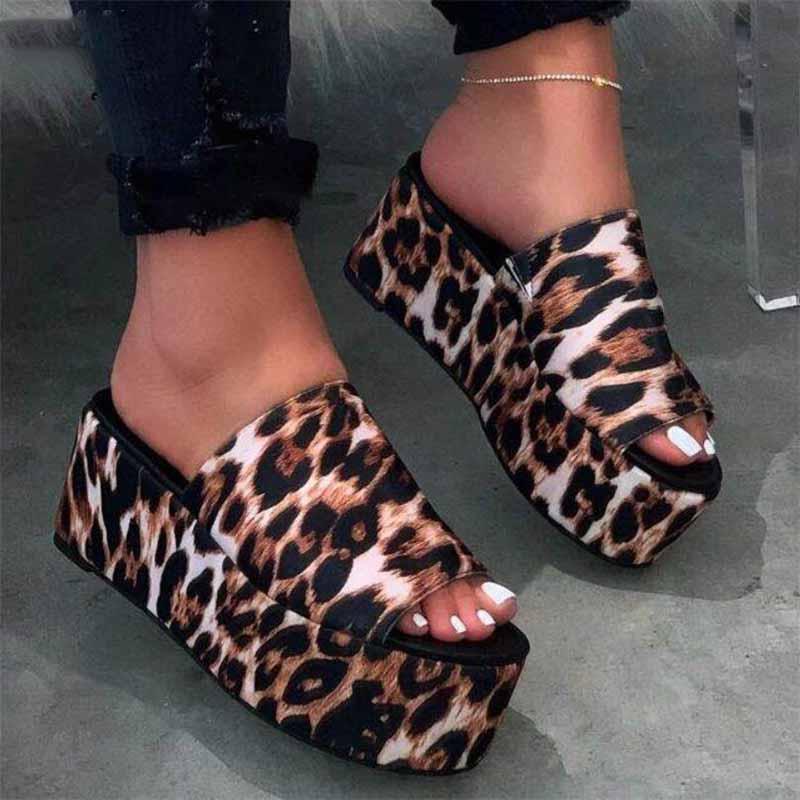 Mode Sandales Slipper été en plein air flip-flops Chaussures de plage Femme Non-Slip Plate-forme des femmes Chaussons Plus Size