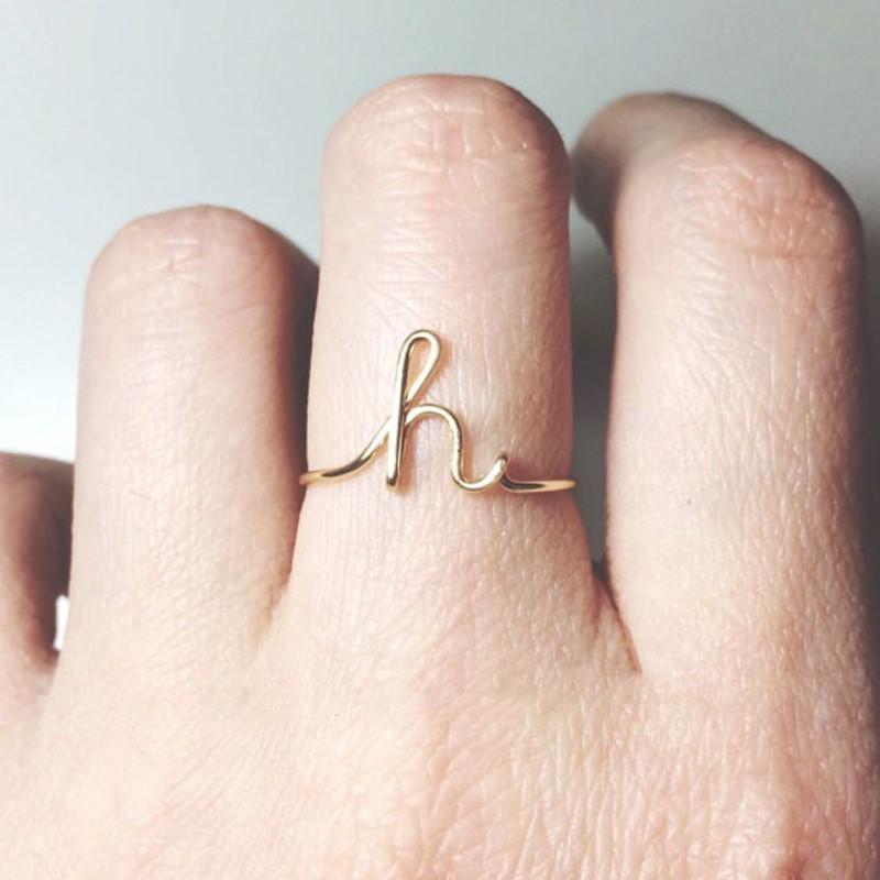 Unisex Oro Argento di colore A-Z 26 Lettere Nome Anelli iniziali per le donne gli uomini geometrica Lega creativa anelli di barretta monili all'ingrosso