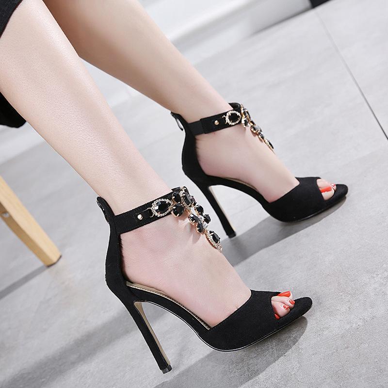 Stiletto yüksek topuklu yapay elmas sandalet seksi kadın siyah banket elbise ayakkabı ayak içi boş moda tasarımcısı yaz pompaları röntgencilik