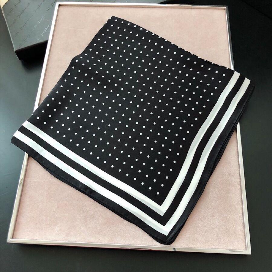 El otoño de 2019, las nuevas bufandas pequeñas de alta calidad para damas 3209 Europa y Estados Unidos se venden como tortas calientes estilo clásico estilo clásico