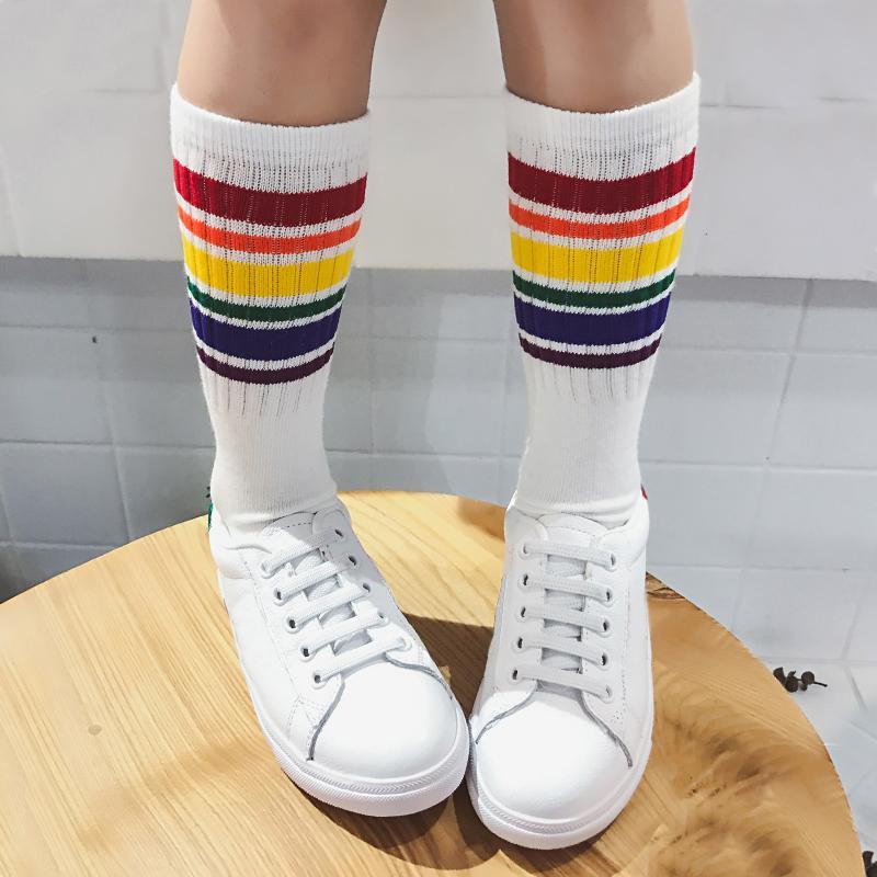 Günstige Kind Junger Fußball farbige Regenbogenkniestrümpfe wissen lange Socke Baumwolle Schule für Kinder, die Mädchen-Babykind-gestreiften 1-10t