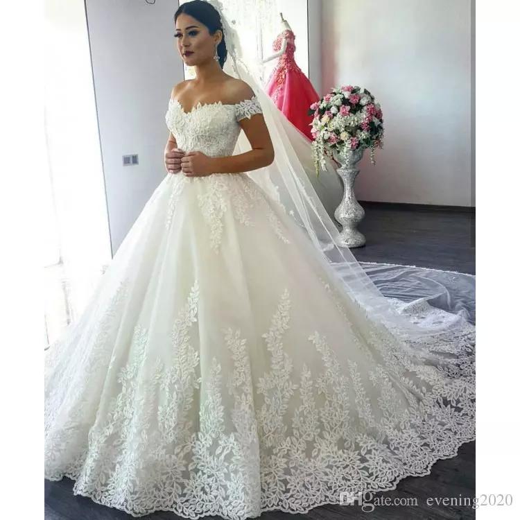 I più nuovi vestiti da cerimonia nuziale romantici dell'abito di sfera dell'abito del collo V Neck Off Sweep Train Abiti da sposa Abiti da sposa di moda