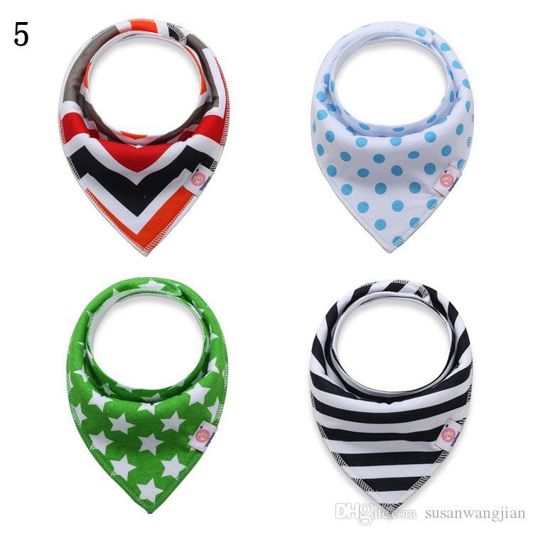 Al por mayor suave orgánico algodón unisex bebé triángulo baberos baberos lote diseños para bebés tela de cuello bebé
