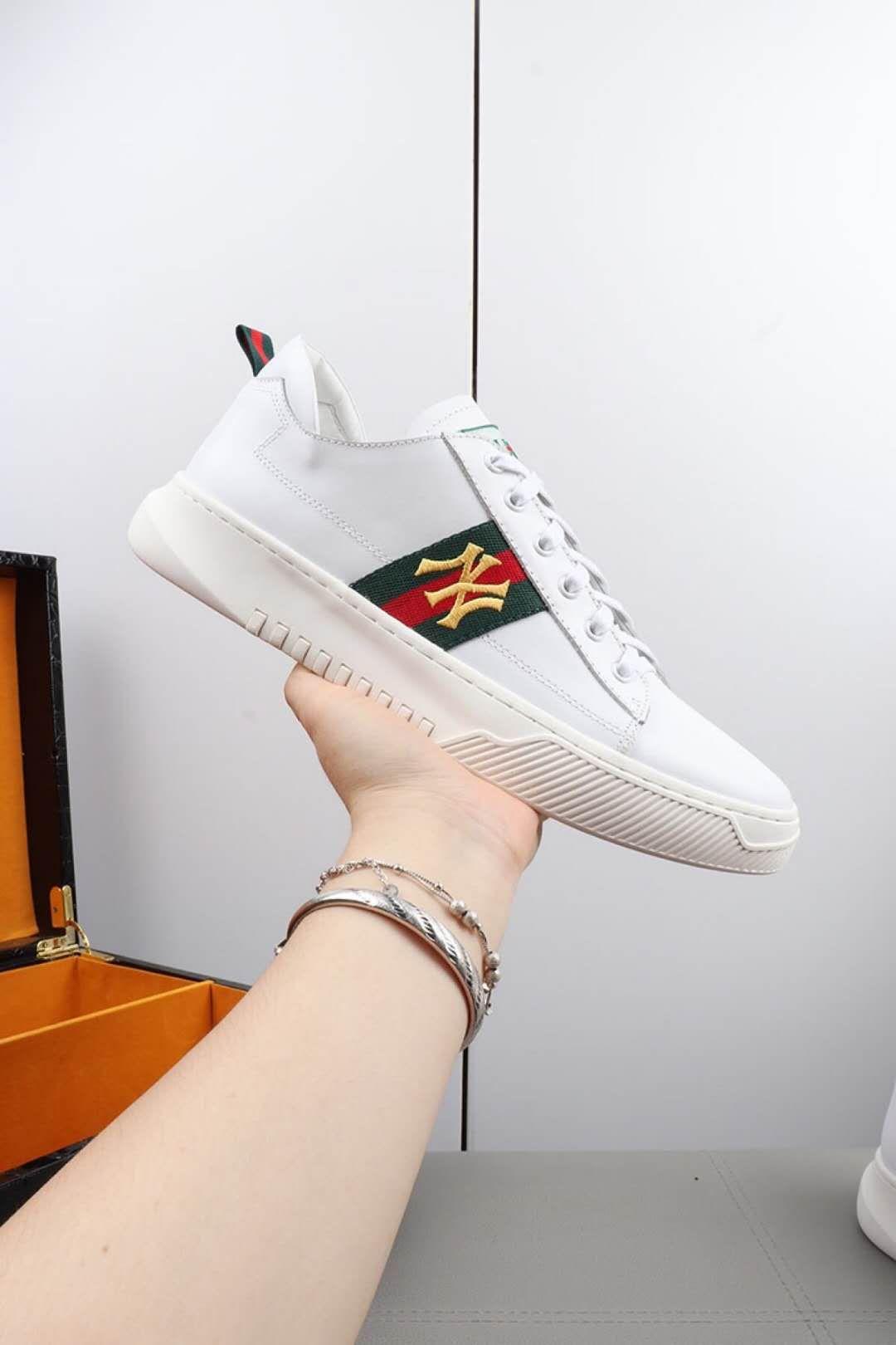 2020 novos sapatos de marca ACE Sneakers Sapatos de luxo bordados White tiger Bee marca sapatos genuínos Slipper Couro Masculino Sapatos Casuais HY170