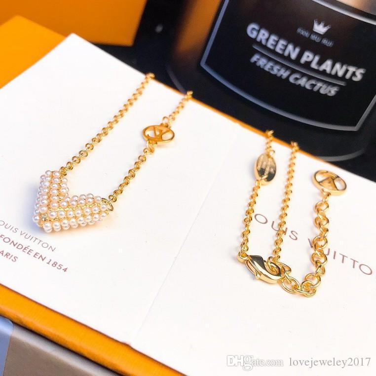 inci kolye ile lüks tasarım takı kadın kolye V harfi üst seviye gümüş alfabesi ile altın zincir şık kolye kolyeler