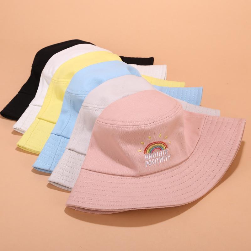 Simple bordado ocasional amarillo arco iris Pescador Hat para hombres de las mujeres de moda al aire libre Amigos parasol Cuenca Sombreros