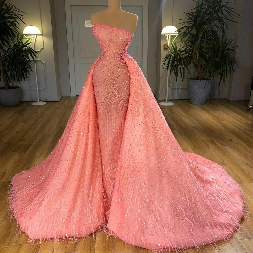 2020 Herrliche Sparkly Abschlussball-Kleider Appliques Korn-Feder-Partei-Kleider nach Maß Rosa Abnehmbare Zug Abendkleid für Frauen