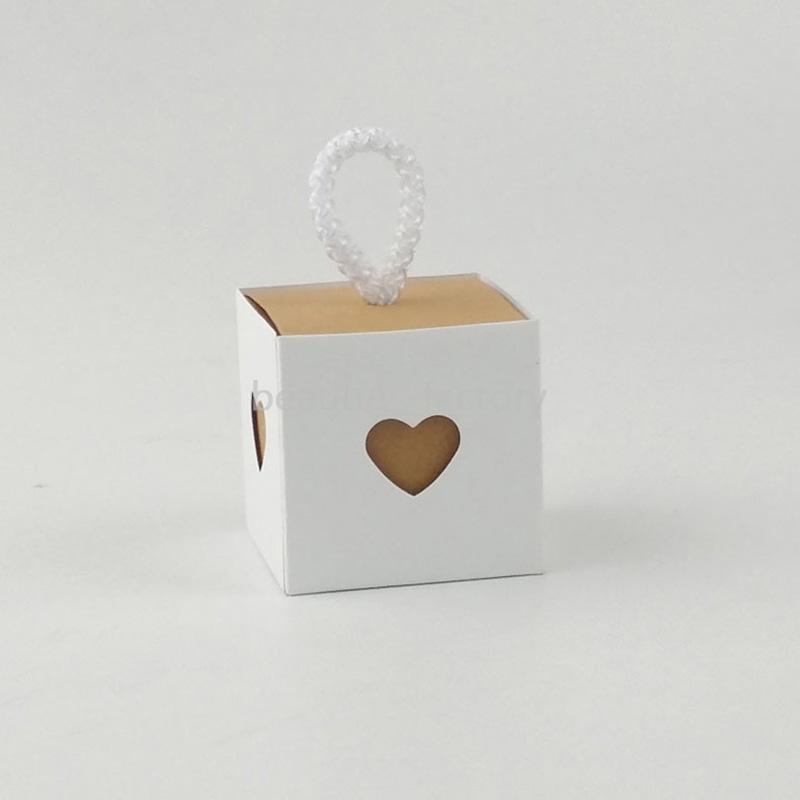 100 шт. Kraft White Paper Candy Box Candy Box Heart Pollow Подарочная обертка День рождения Душ Свадьба Шоколадные коробки Уникальный и красивый дизайн