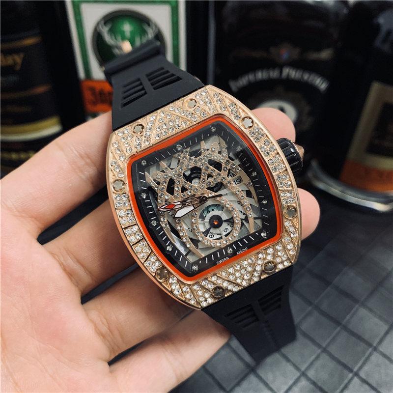 Il movimento del quarzo dell'orologio di sport di Bling ha messo il movimento al quarzo dell'orologio di sport degli uomini di lusso del diamante della vigilanza di lusso degli uomini poco costosi all'ingrosso di prezzi Trasporto libero