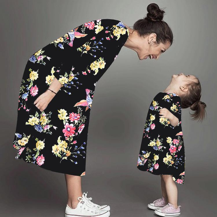 فساتين ابنة الأم الأزهار فستان طويل الأكمام ملابس الأم ابنة أمي وابنتها اللباس الأسرة المطابقة الملابس LJJK1846