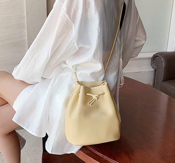 borsa secchiello popolare selvaggio disegno di colore solido borsa messenger di spalla di modo occidentale 2020 nuovo alla moda semplice