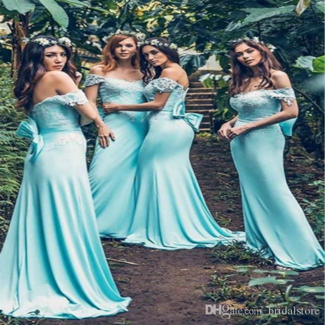 Forest Mermaid Baby Blue Abiti da damigella d'onore Spalle Morbide Raso luminoso Lungo Top Pizzo Abiti da sera con grande fiocco Estate Paese Custom Made