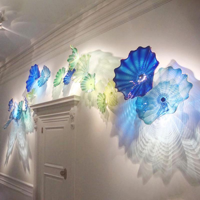 Único iluminação azul lâmpada abstrata mão soprada placas decorativas de vidro pendurado arte de parede para sala de estar