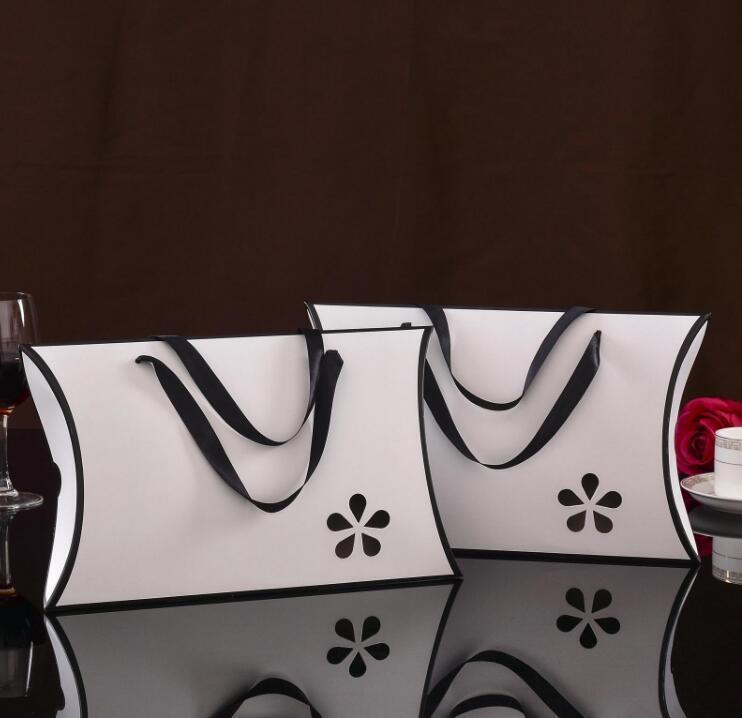 많은 10PCS 손잡이 흑백 베개 빈 선물 상자, 스카프 수건 실크 T 셔츠 종이 packaing 상자, 가방 디자인 쇼핑