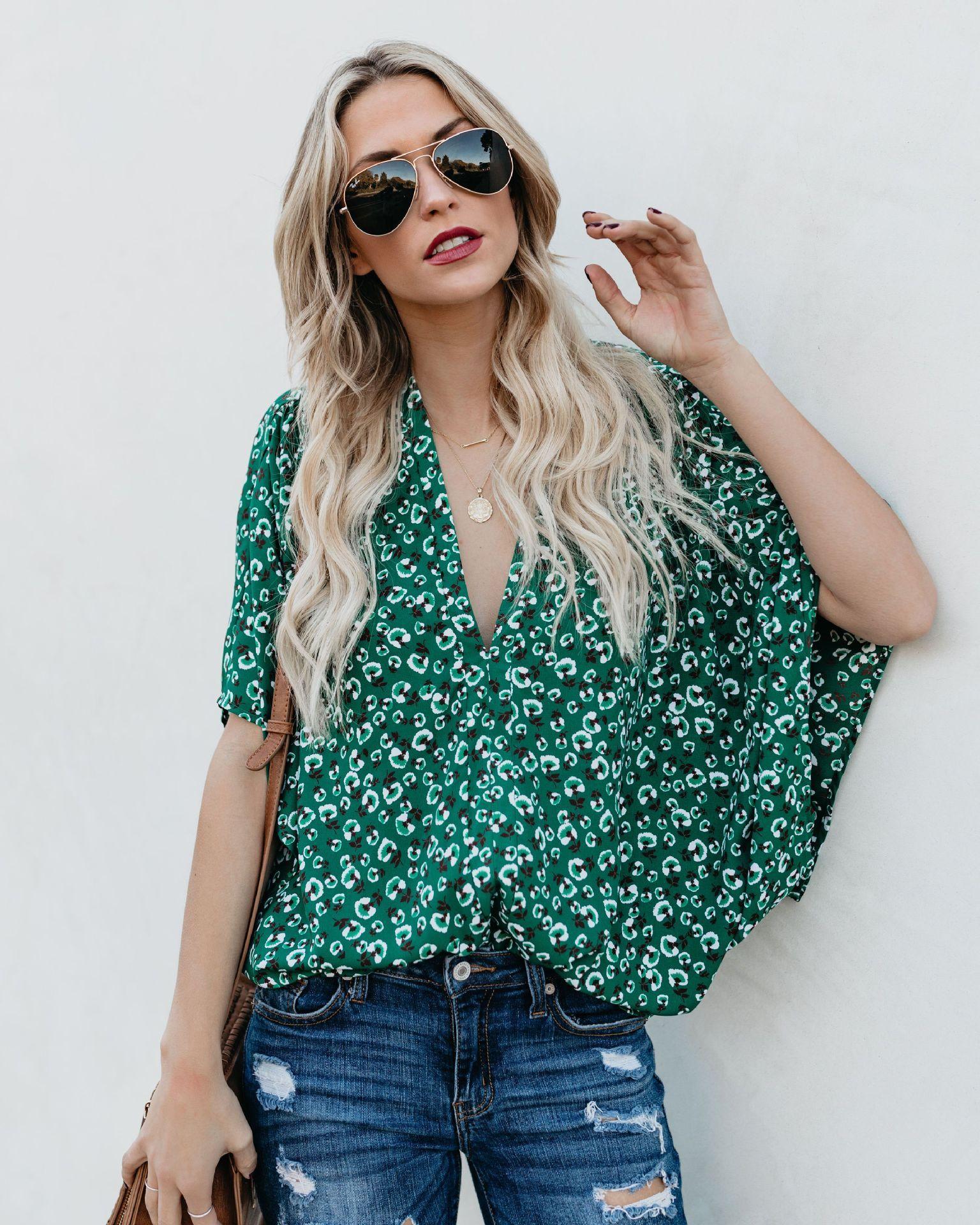 Avrupa ve Amerikan kadın T-SHIRT Bahar ve yaz patlamalar Katı renk baskılı kısa kollu yarasa kollu V Yaka T-shirt kadın
