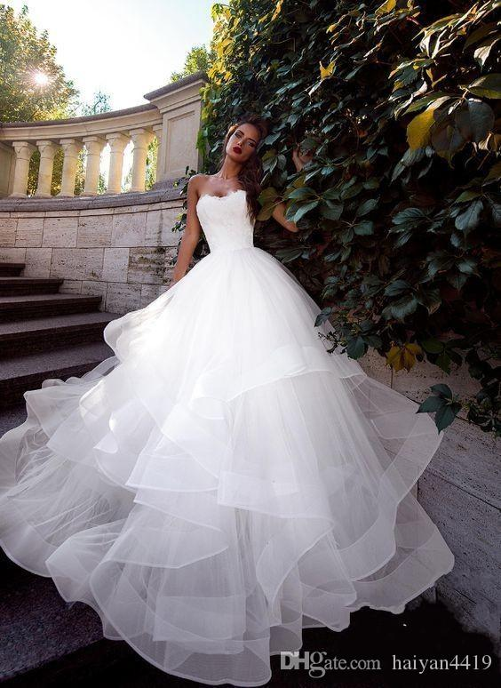 2019 New Cheap Simple Beach Summer Puffy Ball Gown Abiti da sposa senza spalline Appliques di pizzo Ruffles Tiered Plus Size Formale Abiti da sposa