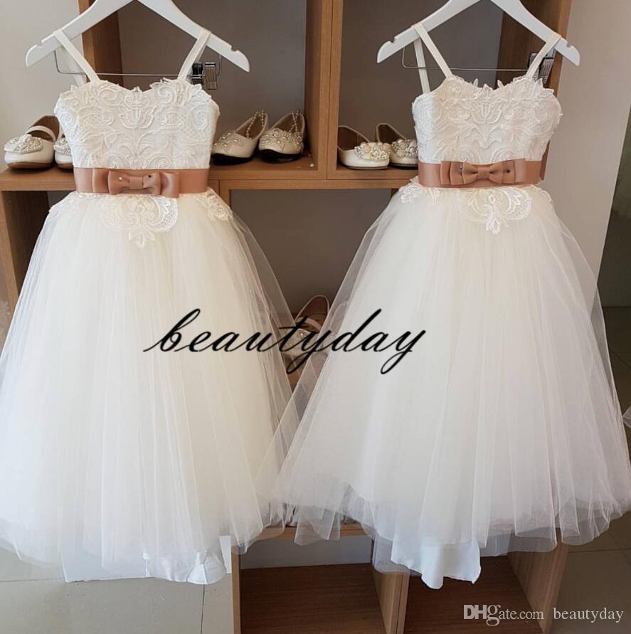 Vestidos lindos de las muchachas de las flores para la boda sin espalda encaje apliques bebé niño cumpleaños vestido de fiesta primera comunión vestido barato B33